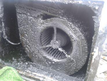 Met vet en roet vervuilde ventilator