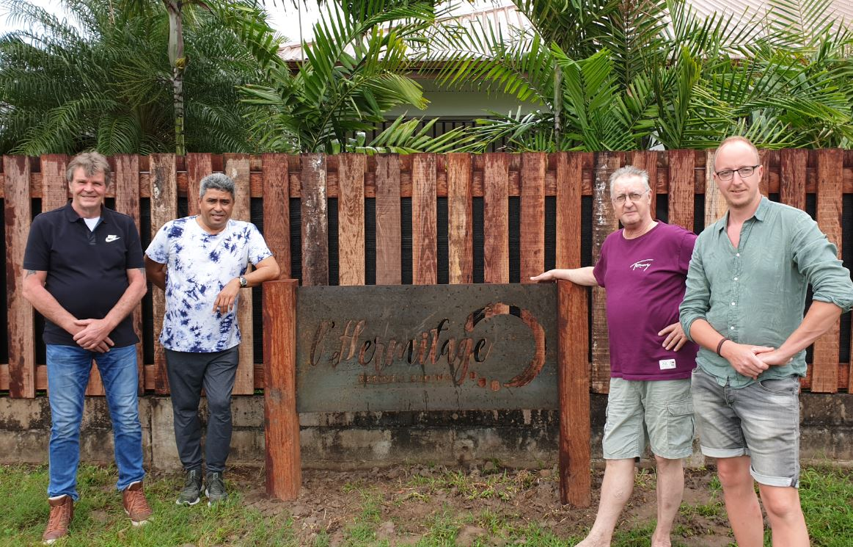 montageteam arco luchttechniek en de opdrachtgevers paramaribo